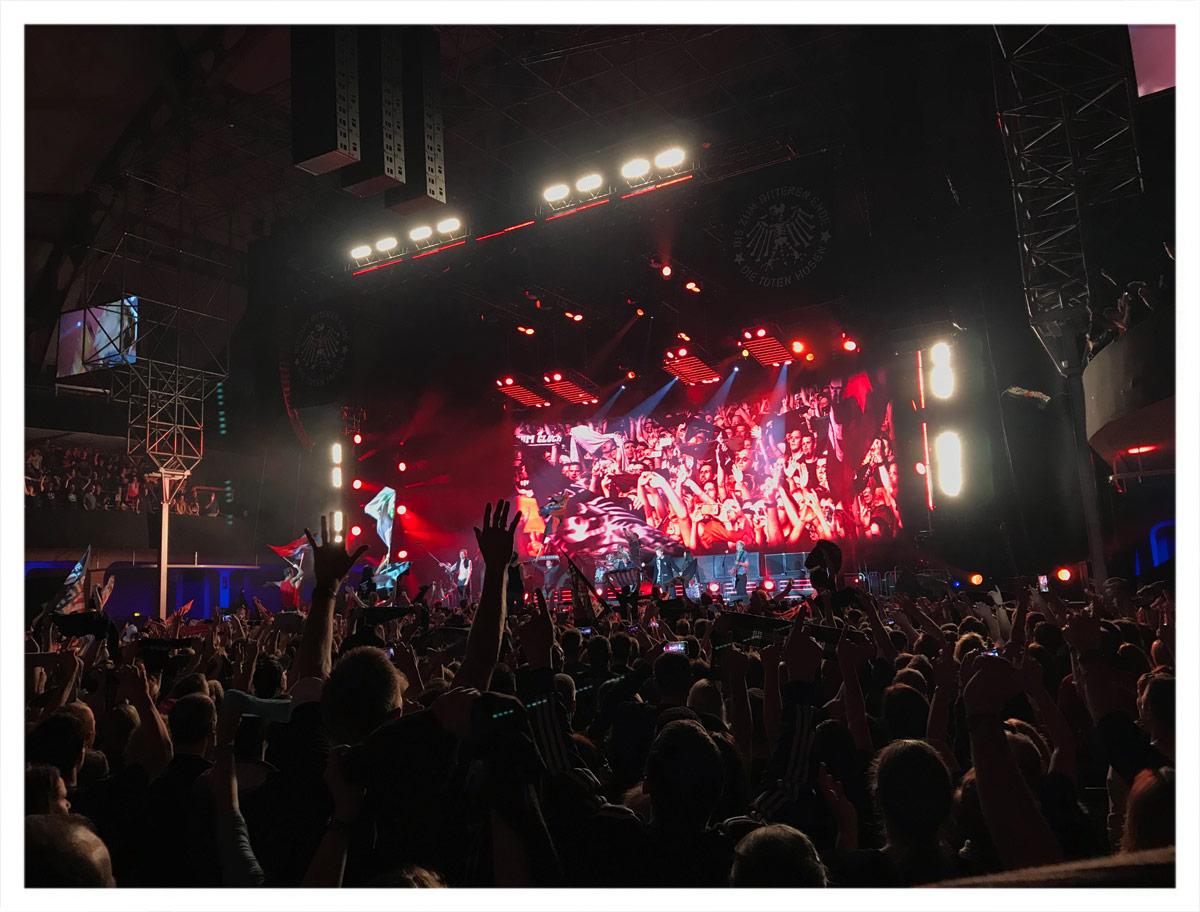 Die Toten Hosen gestern in der Festhalle in Frankfurt